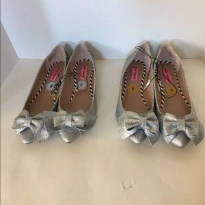 NWOB Betsey Johnson Size 8 Silver Cindi Flats